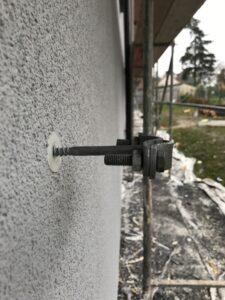 Držák ochranné trubky hromosvodu kovový-KVAPILOVA ULICE